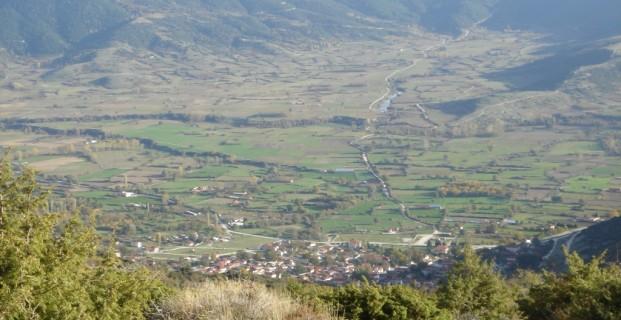 Το οροπέδιο της Καρυας όπως φαίνεται από τις κορυφές βόρεια του χωριού